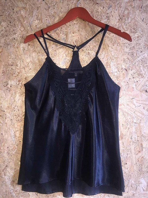 Camiseta cetim preta (M) - Shoulder