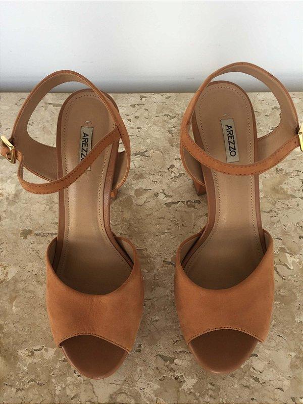 Sandália meia pata caramelo (36) - Arezzo