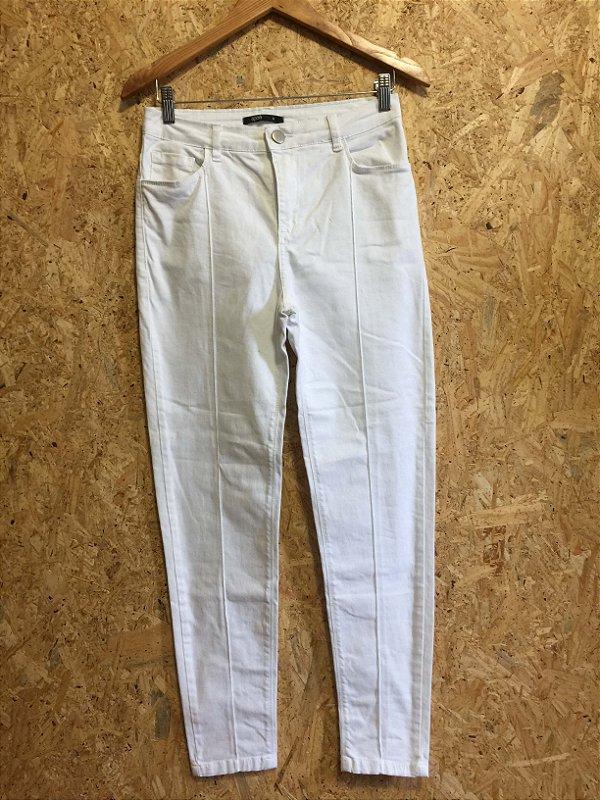 Calça branca cintura alta (G) - Apoá