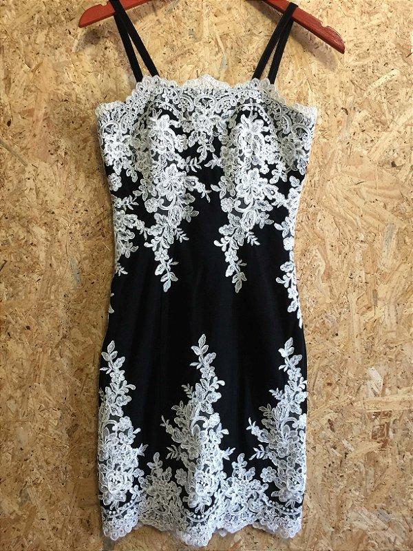 Vestido alça couro preto com aplique renda (36) - St. Trois  NOVO