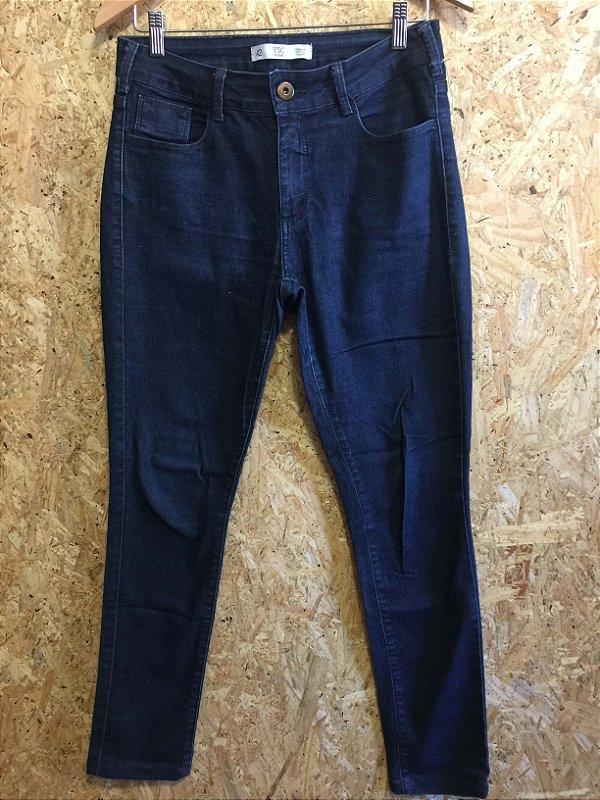 Calça jeans skinny cintura média (42)