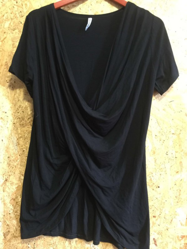 Blusa malha transpassada preta (G) - Studio Angel