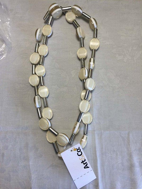 Colar resina off white com prata - Artco NOVO