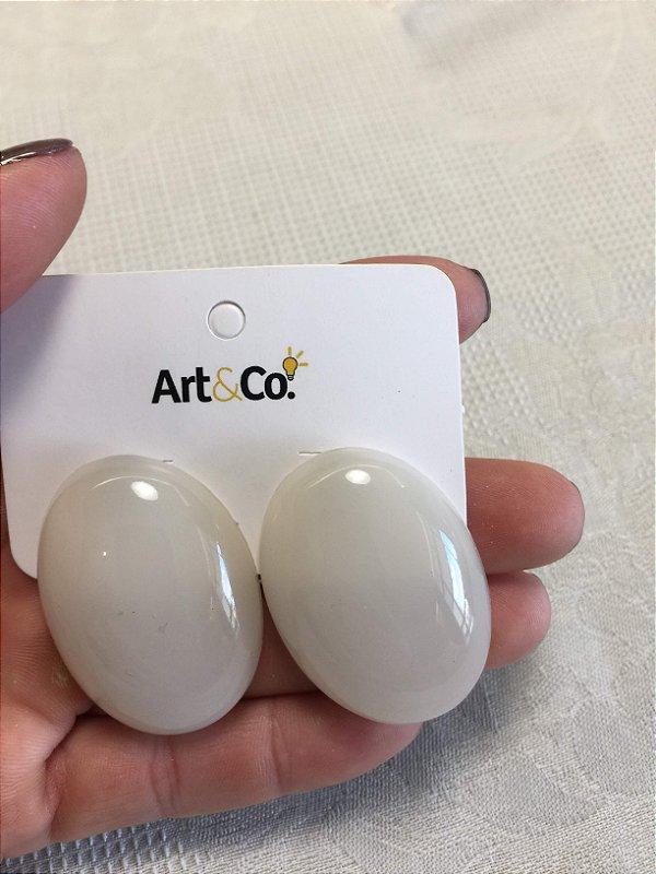 Brinco resina oval off white - Artco NOVO