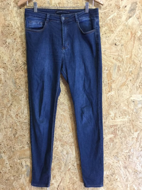 Calça jeans (40)