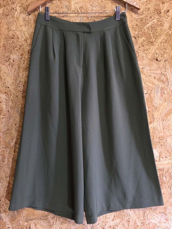 Calça pantacourt verde militar (38) - Kaele
