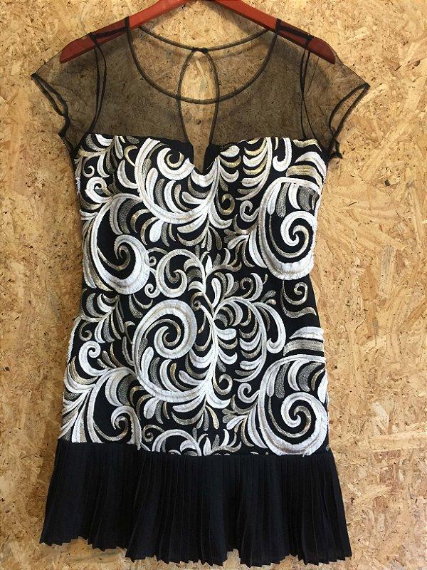 Vestido renda e barra plissada (M) - Depósito NOVO