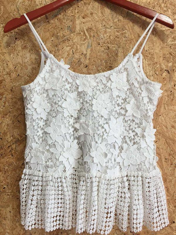 Camiseta renda offwhite  (P) - Aleixie NOVA