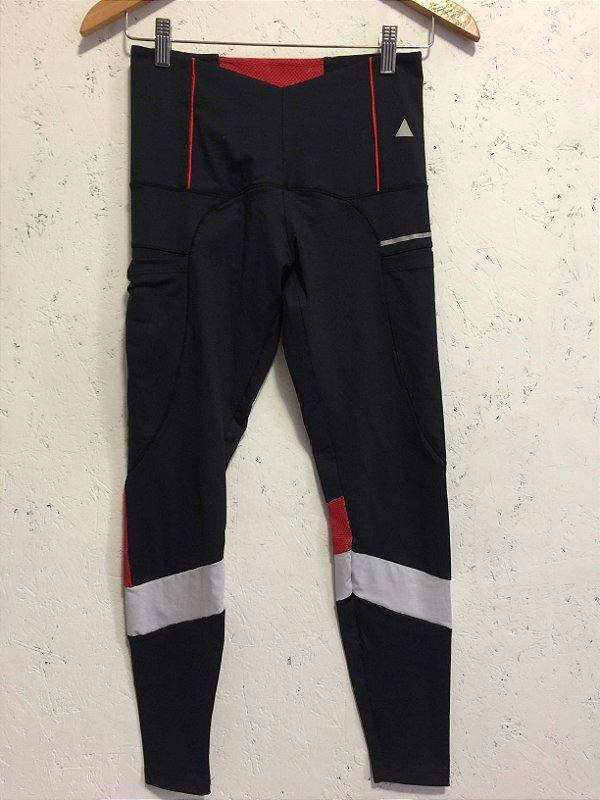 Calça fitness preto e vermelho (P) - Lauf