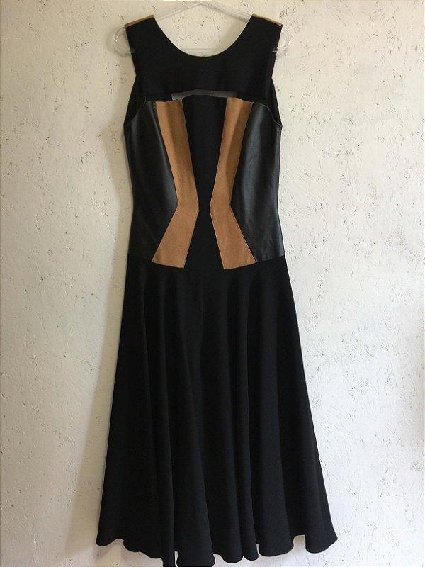 Vestido preto com detalhe couro (40) -  Madreperola NOVO