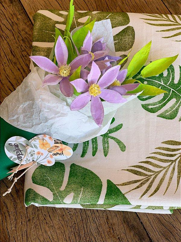 Bouquet de flores + toalha de mesa feito à mão