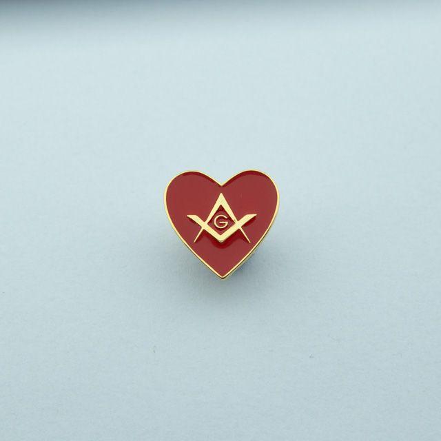 BT-008-V - Pin Coração com Esquadro e Compasso Vermelho