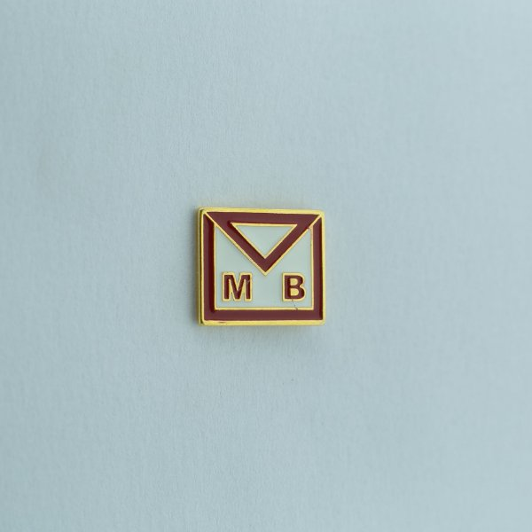 BT-032 - Pin Avental Mestre MB