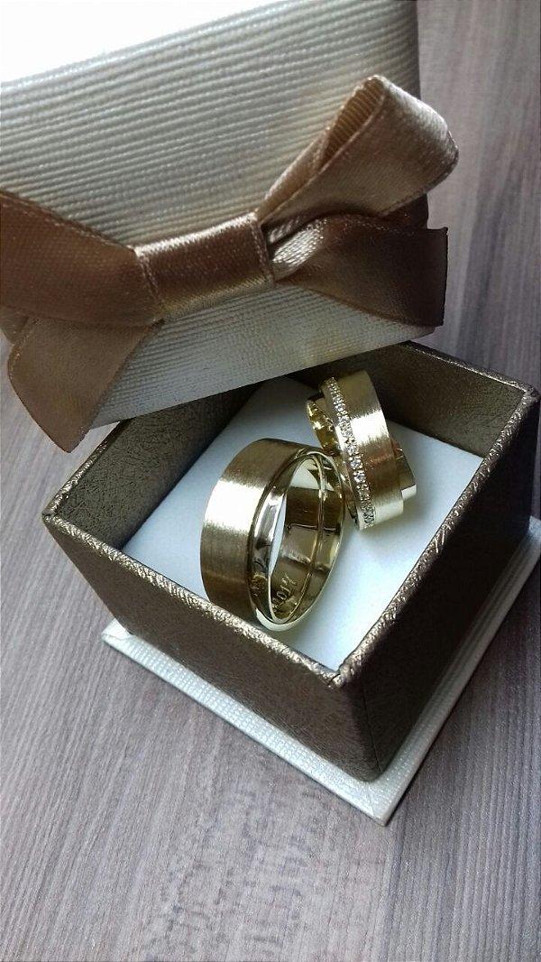 Aliança de casamento ou noivado.