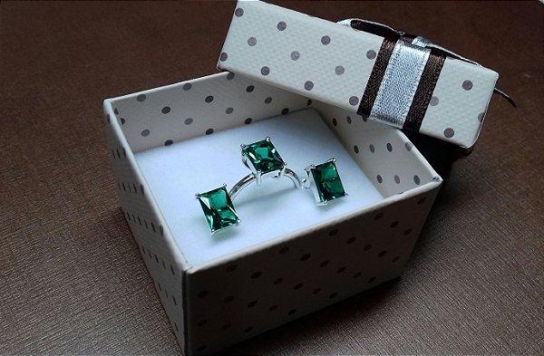 Conjunto de anel e brinco.