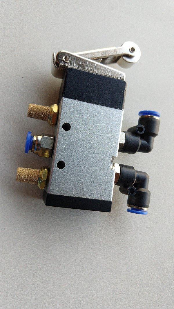 Válvula 5/2 Pneumática Acionamento Rolete Mola - com as Conexões de 6mm