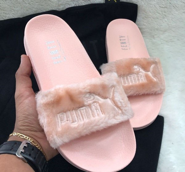 16c5ffc9b Chinelo Puma Fenty by Rihanna Preto/Branco/Rosa - UK SHOP STORE