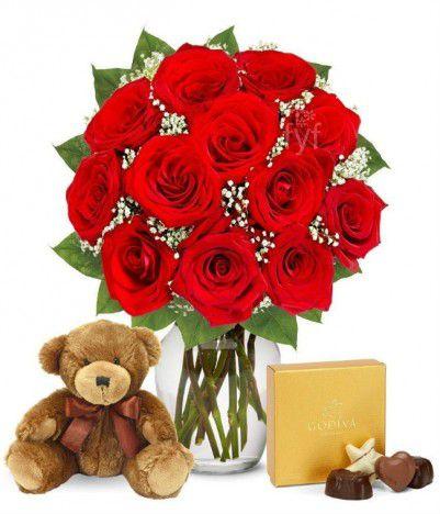 Arranjo de Flores com Urso de Pelúcia e Chocolates