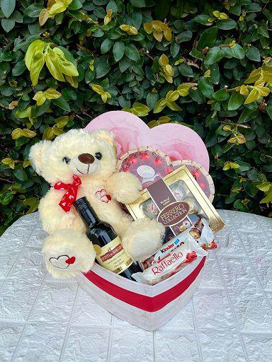 Box Coração com Pelúcia e Chocolates