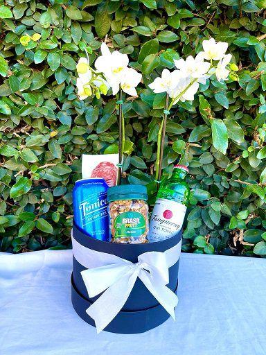 Box Gin, petiscos e orquídea
