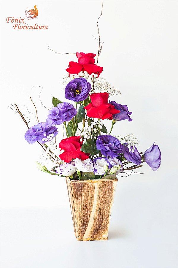 Arranjo de Lisianthus com Delicadas Rosas Importadas