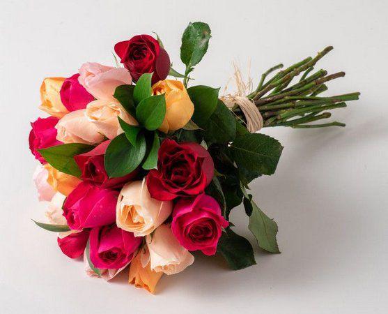 Luxuoso Buquê com 24 Rosas Coloridas