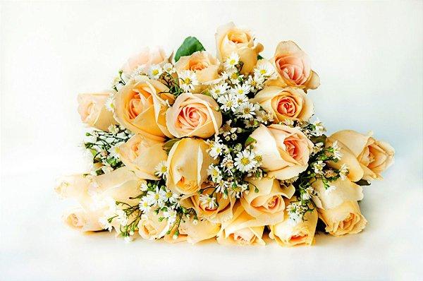 Buquê tradicional de 24 rosas champanhe