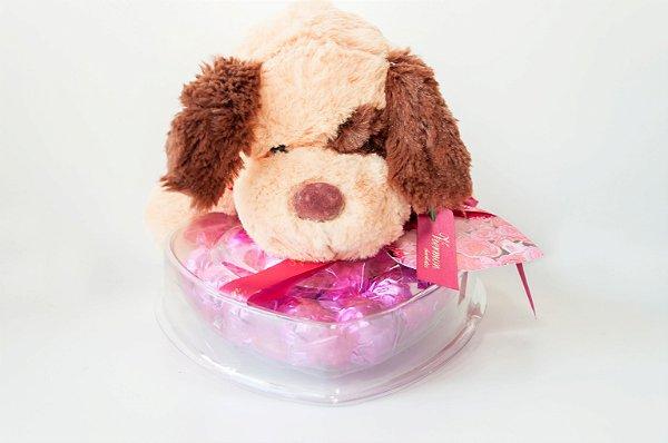 Cachorro de pelúcia importada com coração de chocolate