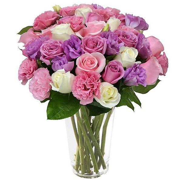 Luxuoso mix de rosas e lisianthus mesclados