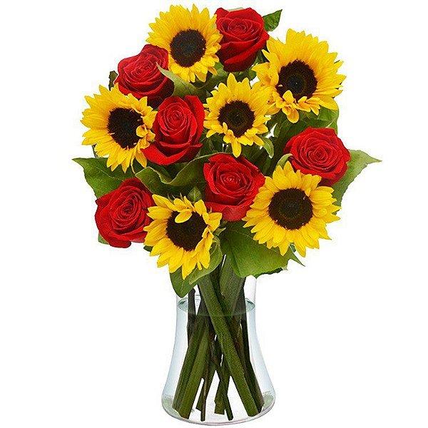 Luxuosos Girassóis e Rosas Vermelhas no Vaso