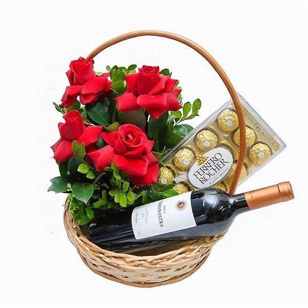 Cesta de Rosas com Vinho e Chocolate