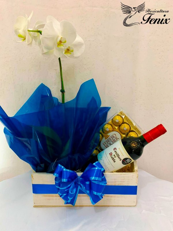 Sofisticada Orquídea Branca com Vinho Casillero e Ferrero Rocher