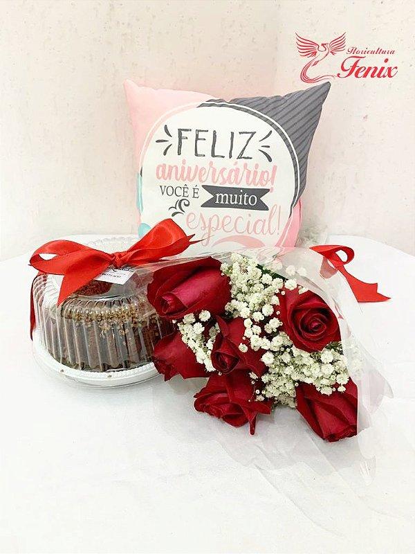 Kit de aniversário com flores, bolo e almofada