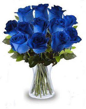 Arranjo de Rosas Azul no vaso de vidro