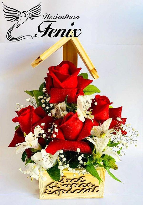 Igrejinha de rosas com astromélias