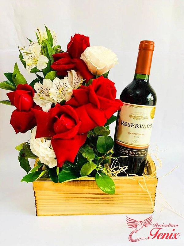Luxuoso Arranjo de Rosas e Vinho Reservado