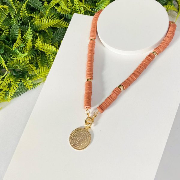 Colar Fimos Medalha Pai nosso nude com dourado