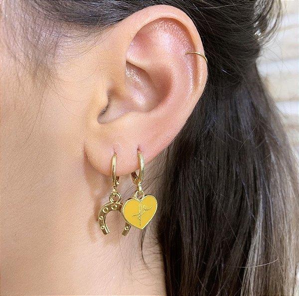 Argola Mini Coração Esmaltado Fé Mostarda Dourado