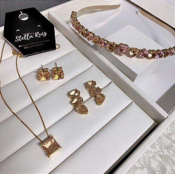 Kit 1 Tiara de Zircônia Coração Rosa e Pêssego Dourado, 1 Conjunto Quadradinho Pêssego Dourado, 1 Ear Cuff Mini Gotas Pêssego Dourado
