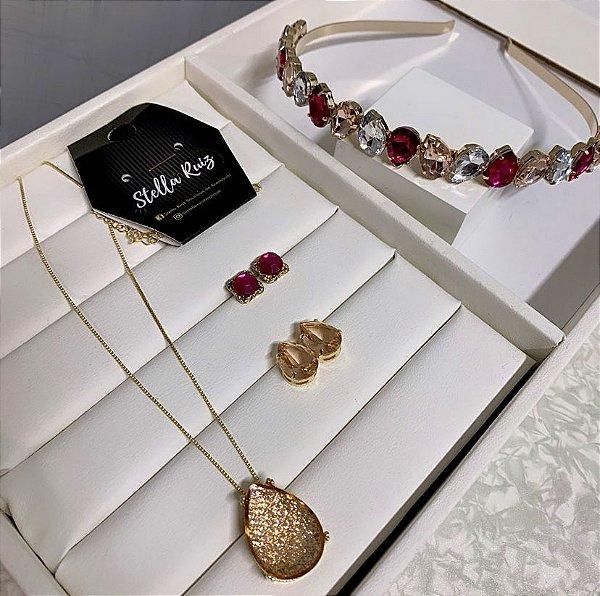 Kit 1 Tiara Gota Summer Rosa Nude Dourado, 1 Brinco Mini Quadradinho Pink Dourado, 1 Conjunto Gota Cristalizada Pêssego Dourado
