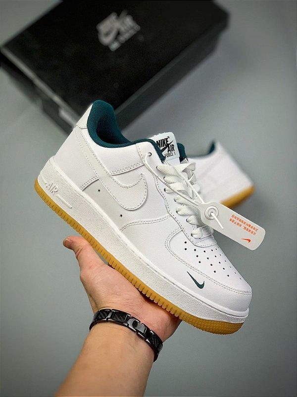 Tênis Nike Air Force 1 Low - Branco e Verde