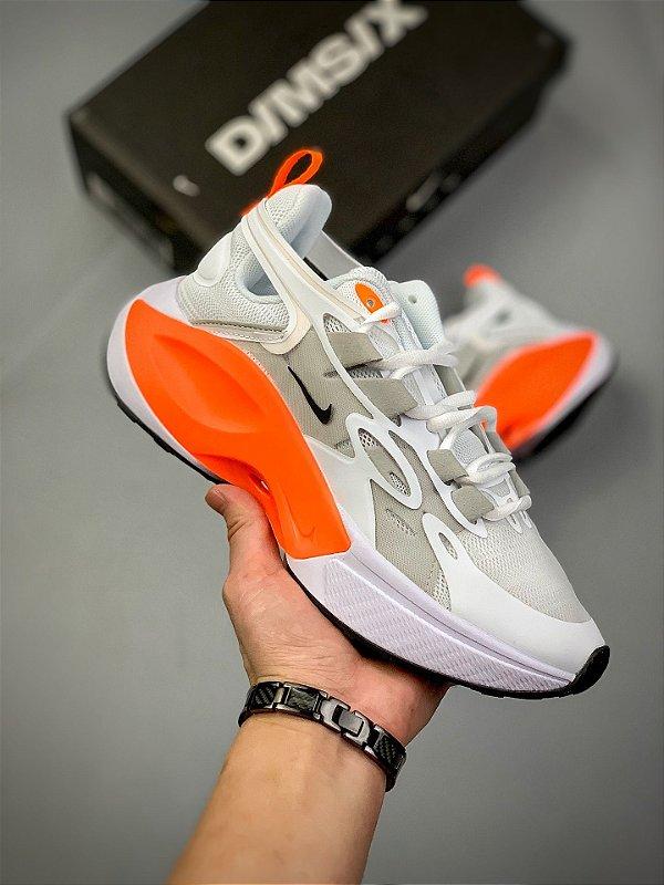 Tênis Nike Signal D/MS/X Branco e Laranja