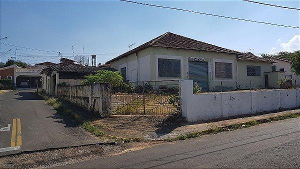 Terreno Comercial com Barracões e casas no Centro de São Pedro - SP | R$ 980.000,00