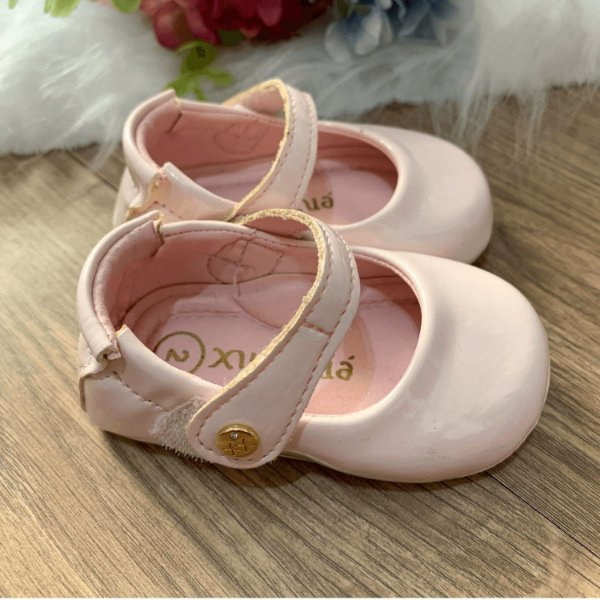 Sapatinho de bebê infantil boneca verniz rosa claro tamanho 17
