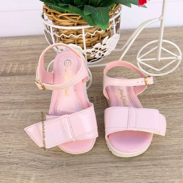 Sandália infantil menina Xuá Xuá confort em verniz rosa claro