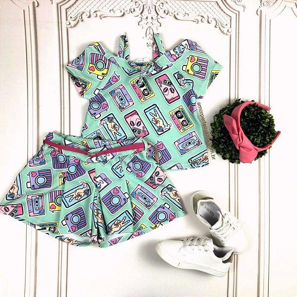 Conjunto infantil Mon Sucré blusa máquina fotográfica e shorts verde Tamanho 2