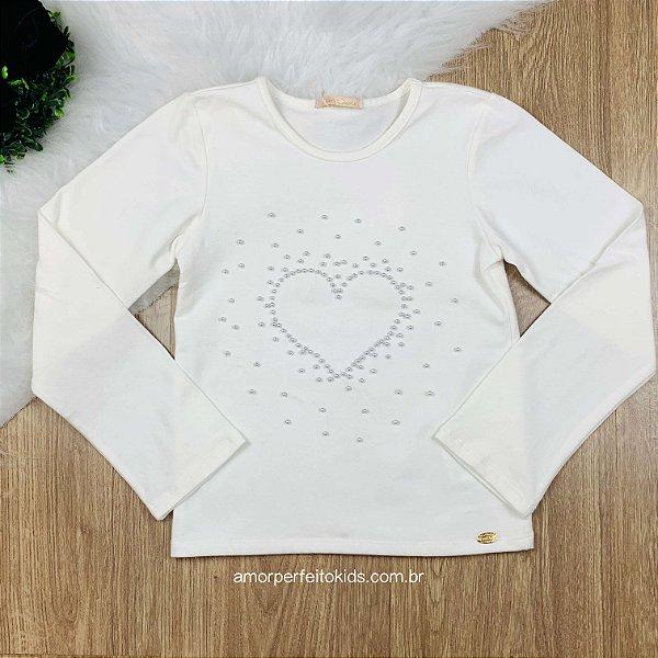 Blusa infantil Petit Cherie básica com coração em pérolas off white