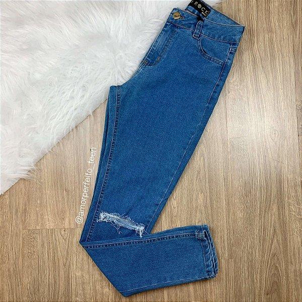Calça jeans teen skinny rasgada no joelho Tamanho 36