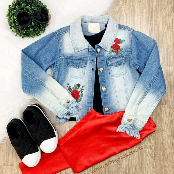 Jaqueta jeans infantil Petit Cherie bordada rosas vermelha