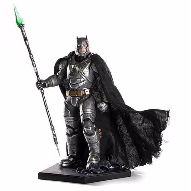 Iron Studios - Battle Damaged Armored Batman 1/10 Art Scale